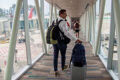 Как не потерять свои вещи при осмотре ручной клади в аэропорту: назван способ