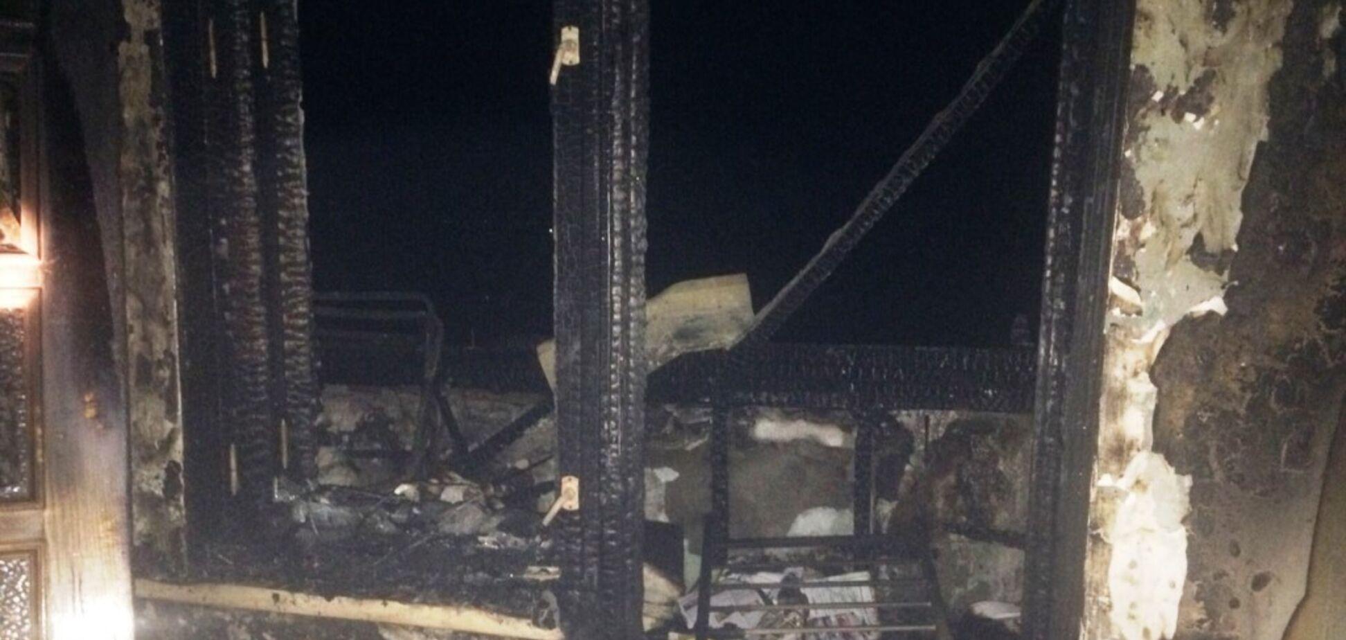 На Дніпропетровщині з палаючого будинку пожежники врятували 10 осіб. Фото з місця НП