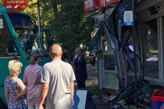 В Киеве водитель маршрутки уснул за рулем и врезался в МАФ