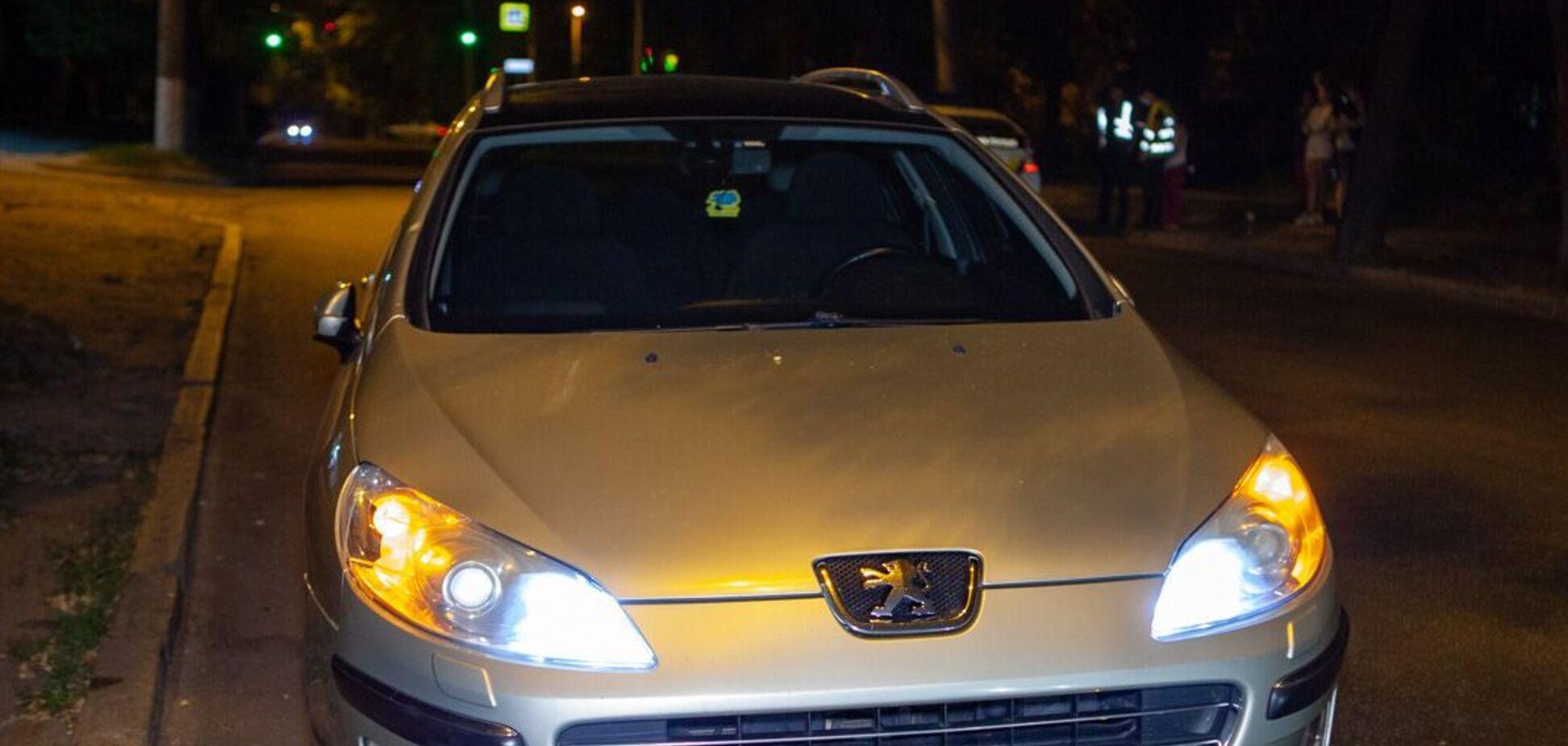 У Дніпрі авто на швидкості збило молодого хлопця: потерпілого госпіталізували. Фото