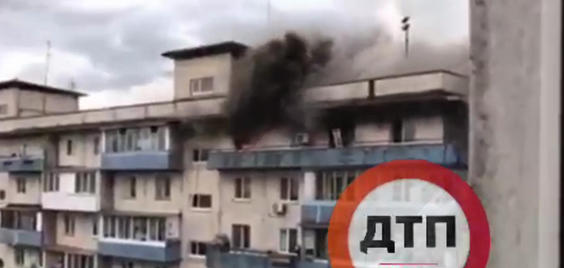 У Києві спалахнула серйозна пожежа в житловому будинку