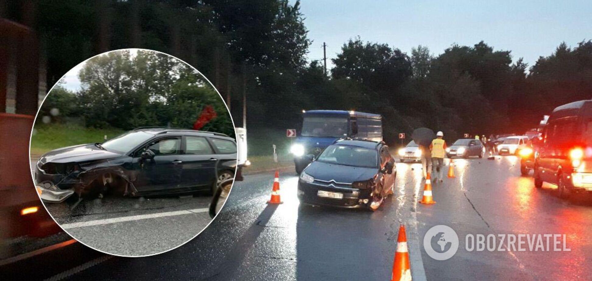 На Львівщині в потрійній ДТП постраждало 8 осіб. Фото і відео