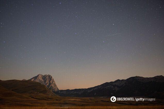 Метеоритный поток Персеиды достиг пика: яркие фото и видео звездопада