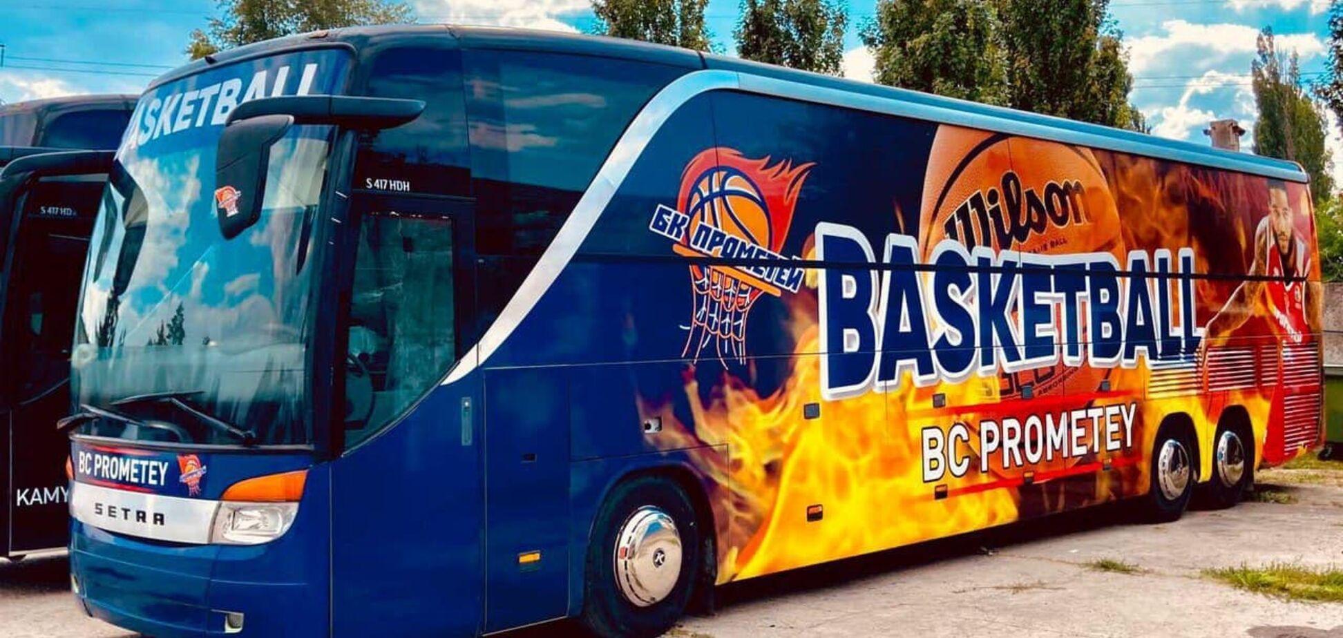 БК 'Прометей' получил в подарок новый клубный автобус. Фото