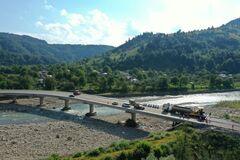 Опубликованы впечатляющие фото реконструкции моста в Карпатах