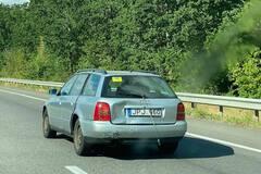 В сети обсуждают лайфхак по ремонту 'уставшего' авто на еврономерах