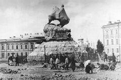 Пам'ятник Богдану Хмельницькому у Києві перед відкриттям