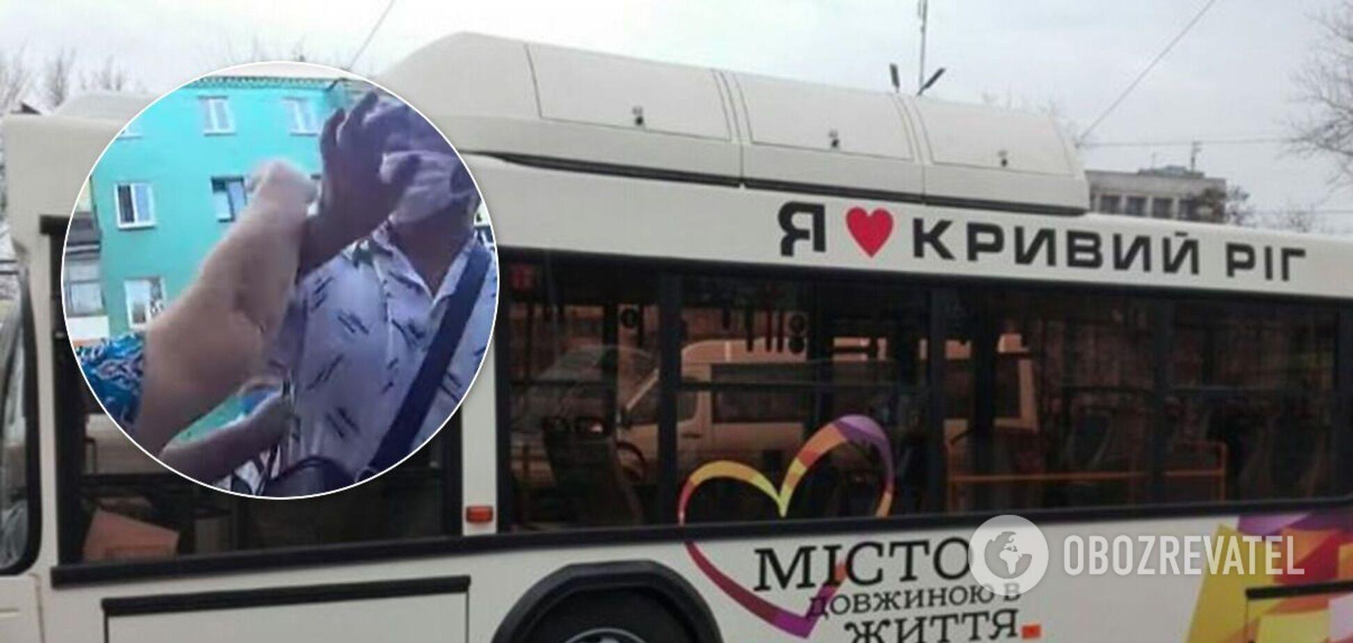 В Кривом Роге пассажиры подрались за место в автобусе. Видео