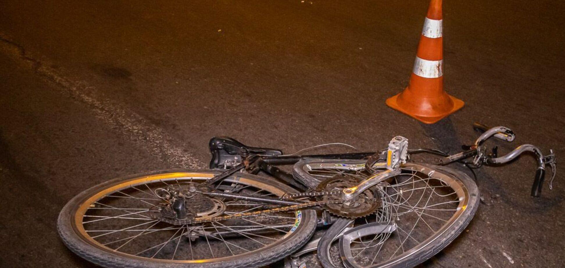 В Днепре авто на скорости сбило велосипедиста: пострадавший скончался на месте