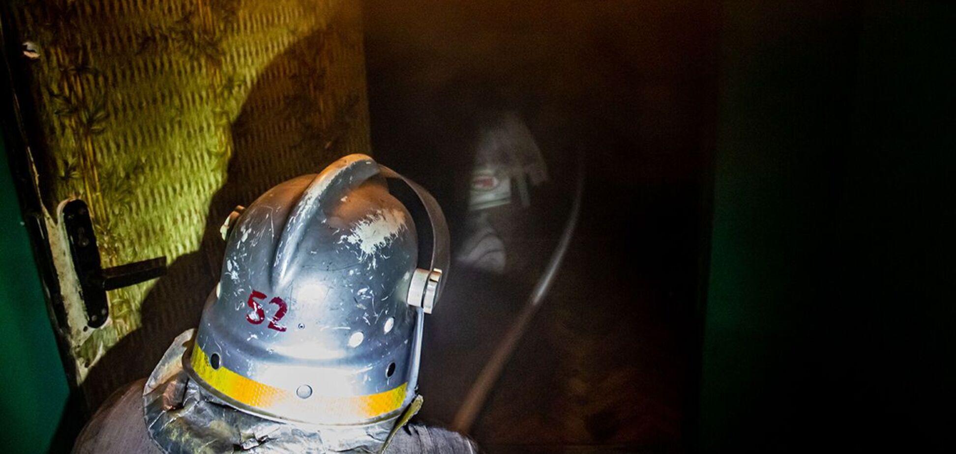 На Дніпропетровщині пожежа в багатоповерхівці забрала життя жінки. Фото з місця НП