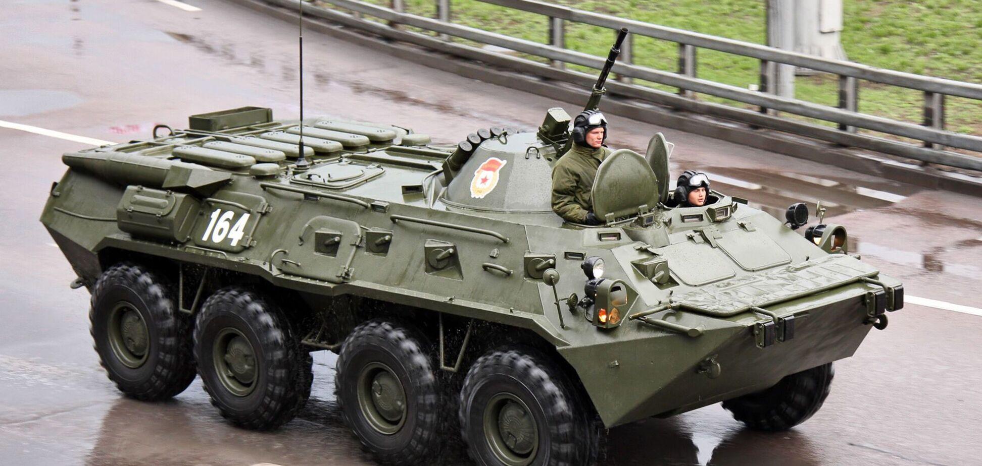 В Беларуси заметили колонну БТР у границы с РФ