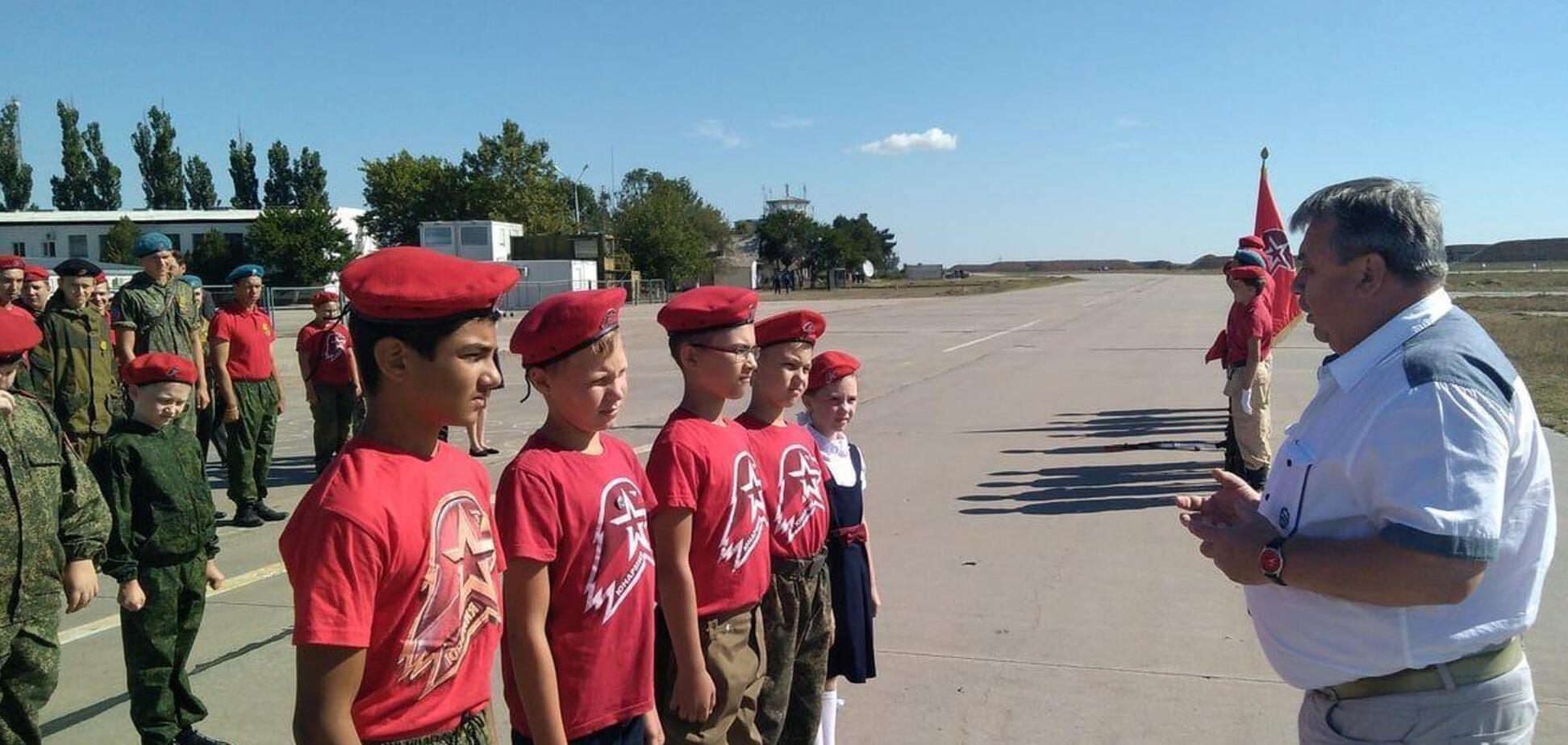 У Криму школярів масово зараховують до Юнармії