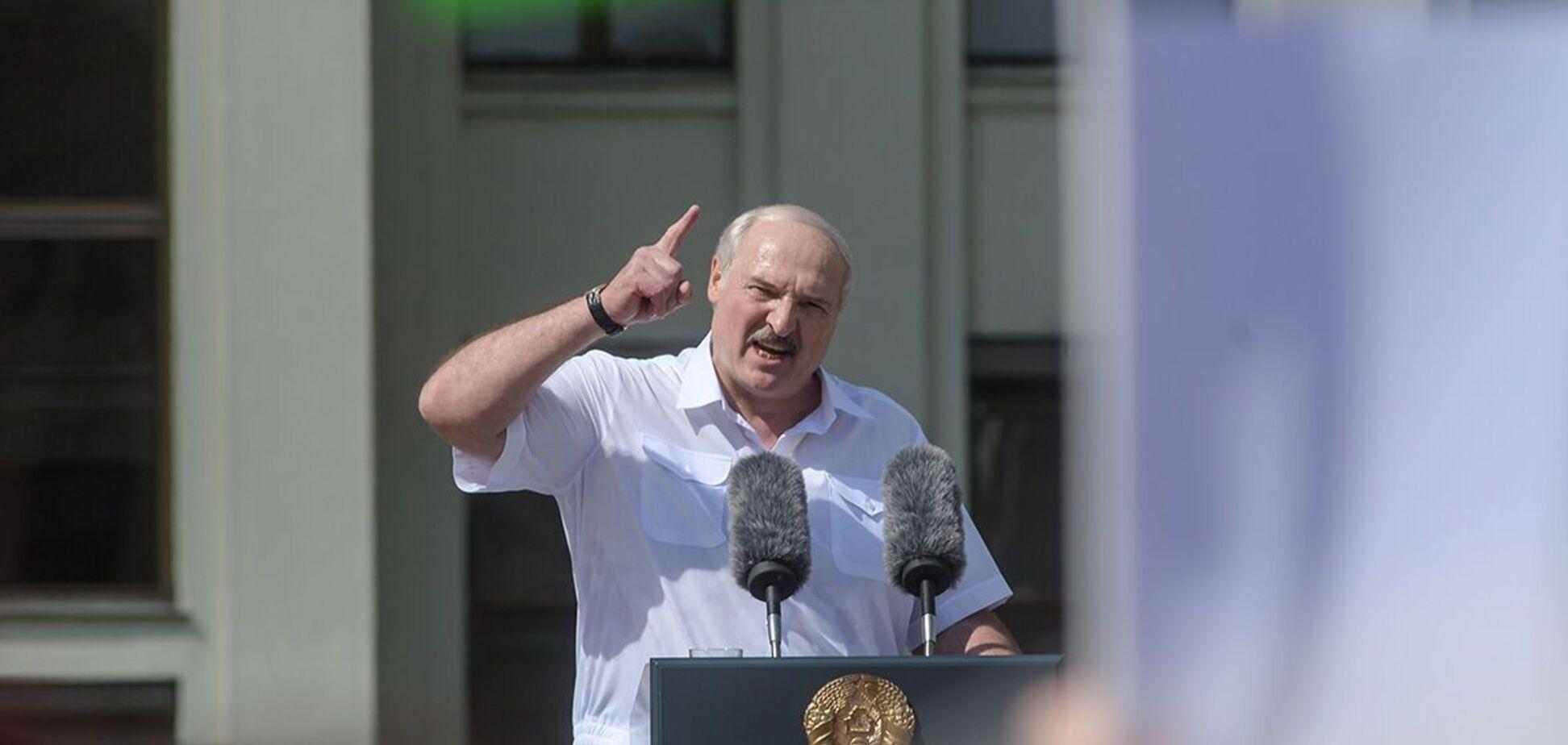 Лукашенко или позорно сбежит, или будет просить Путина ввести войска