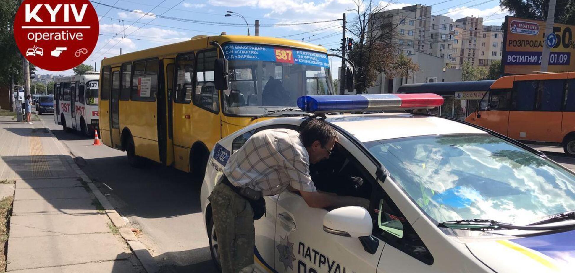 У Києві маршрутка протягнула дорогою пенсіонерку, яка не встигла вийти