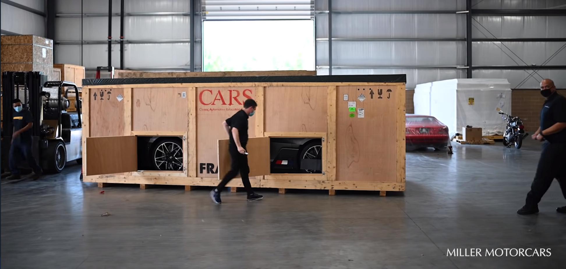 Розпакування автомобіля за $5 млн показали на відео
