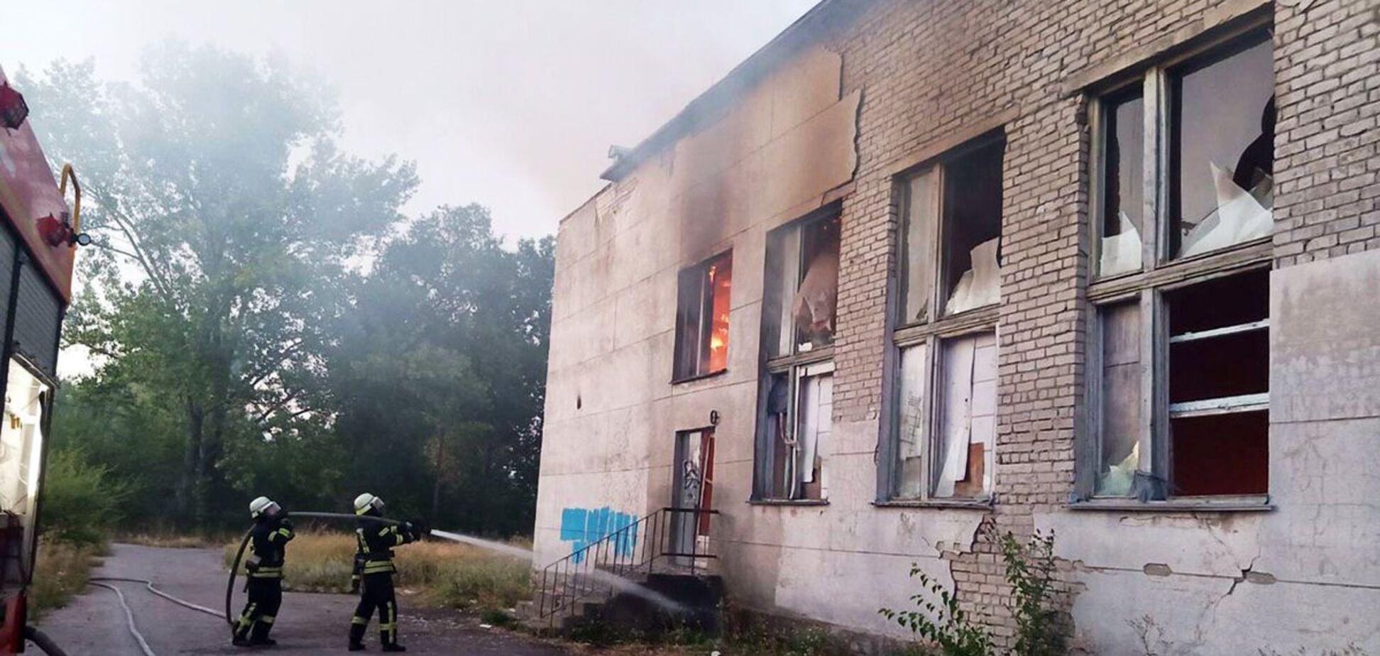 На Дніпропетровщині трапилася масштабна пожежа в закинутій будівлі. Фото і відео НП