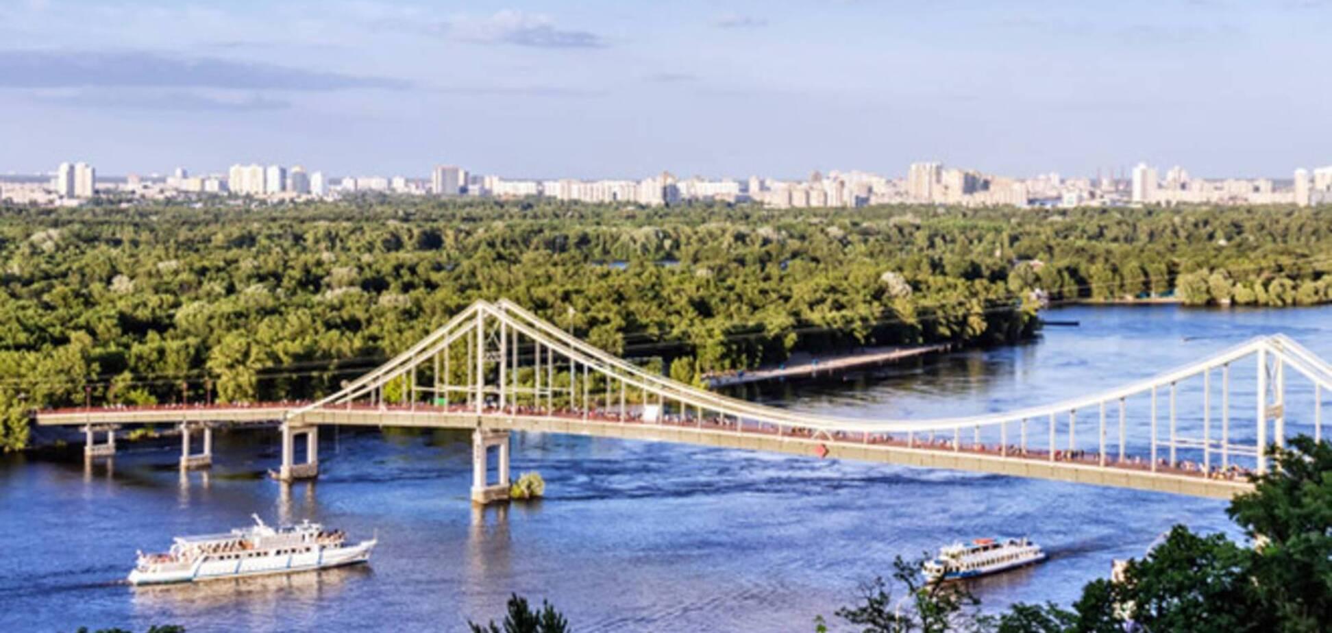 У Києві зруйнували в'їзд на Труханів острів: Кличко зробив попередження вандалам