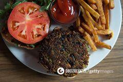 Свідома відмова від м'ясних страв часто тягне за собою споживання більшої кількості вуглеводів