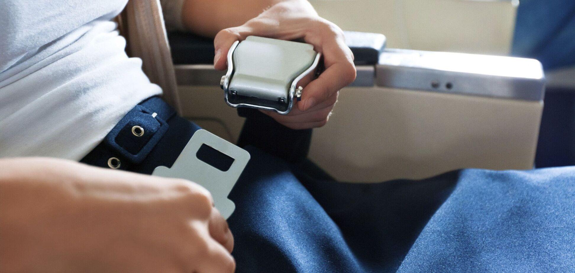 Названа реальная функция ремня безопасности на борту самолета