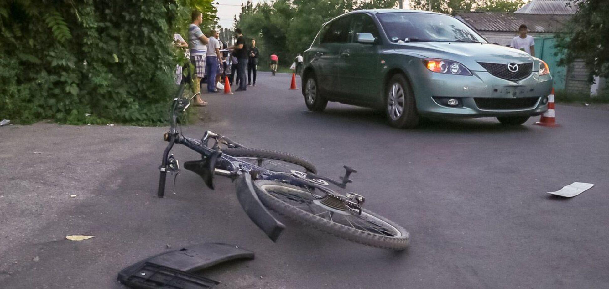 У Дніпрі авто збило велосипедистку: дівчину госпіталізували. Фото