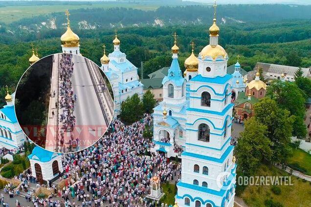 Верующие УПЦ МП в разгар пандемии начали масштабный крестный ход
