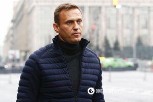 Стакан Навальный получил из рук своего помощника