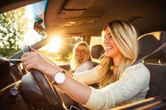 Як захистити авто від спекотного сонця, і що не варто залишати в салоні