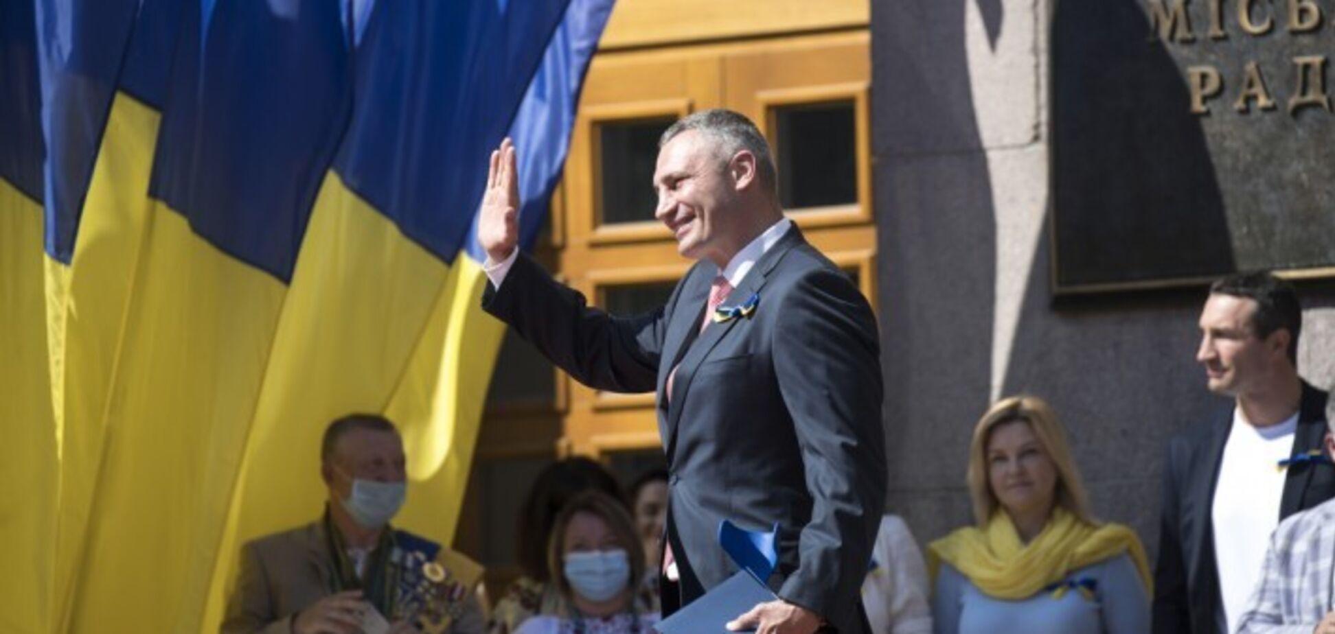 Кличко підняв Державний Прапор біля Київської міської ради