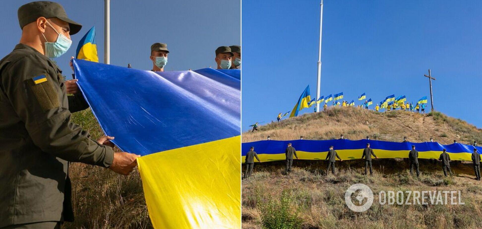 Вперше на острові Хортиця розгорнуто 100-метровий прапор України