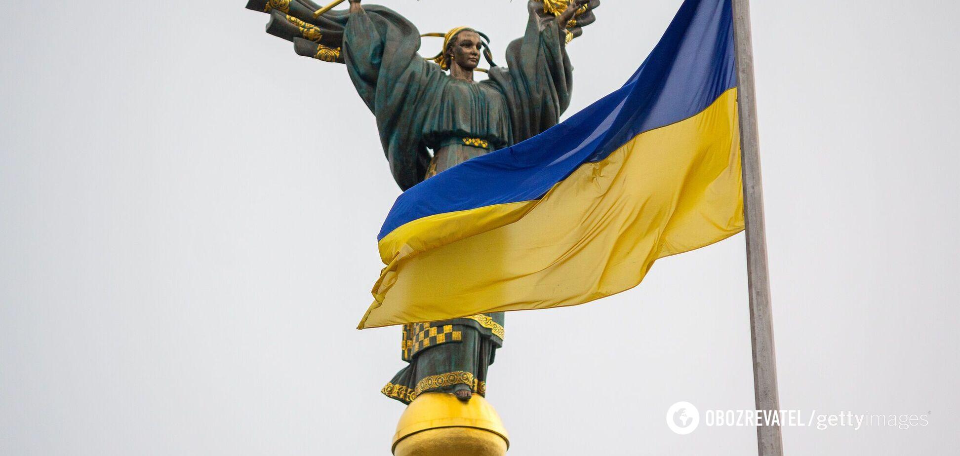 Український прапор ховали за монументом Леніна