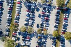 Стало известно, как часто водители теряют свои авто на парковках