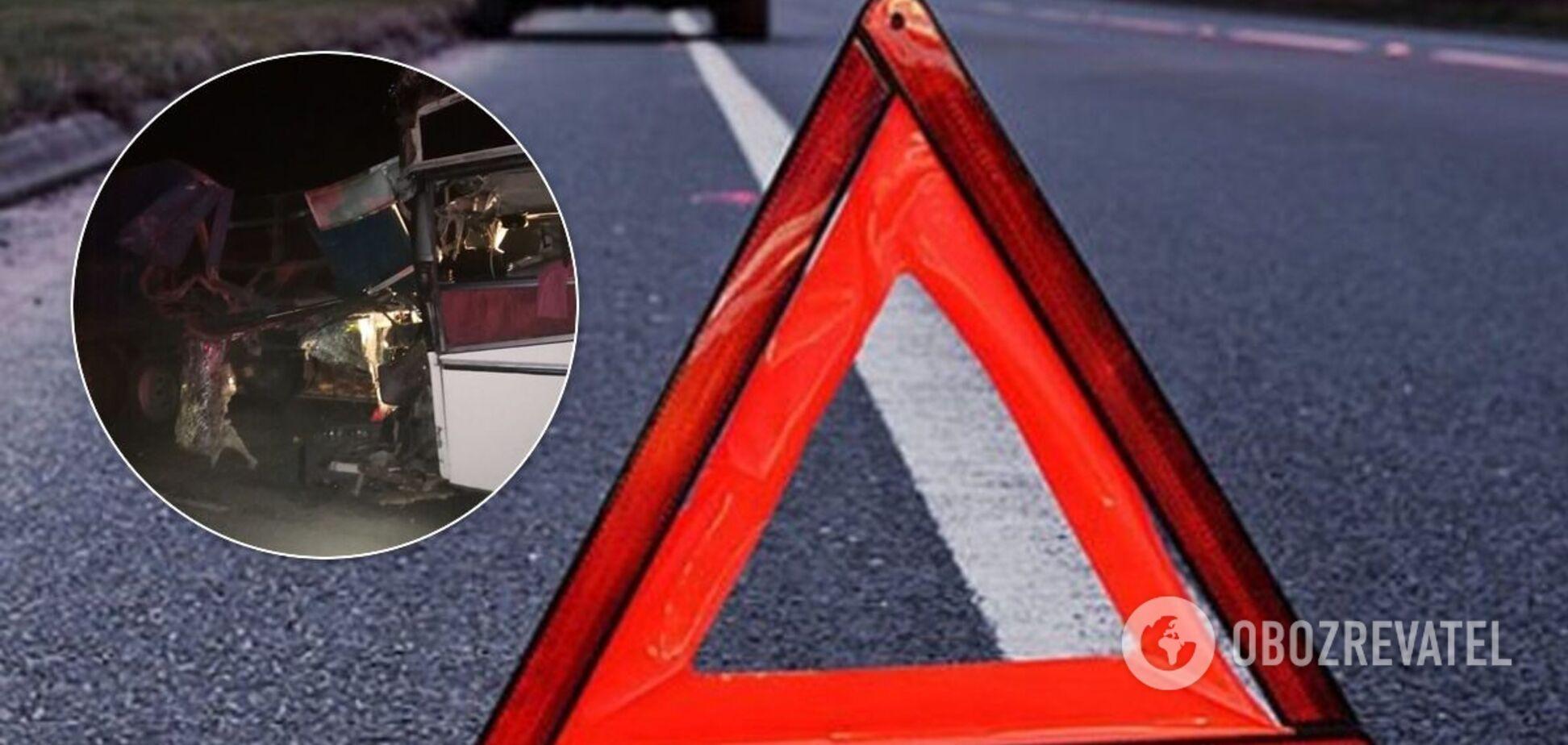 В Калмыкии столкнулись пассажирский автобус и КамАЗ