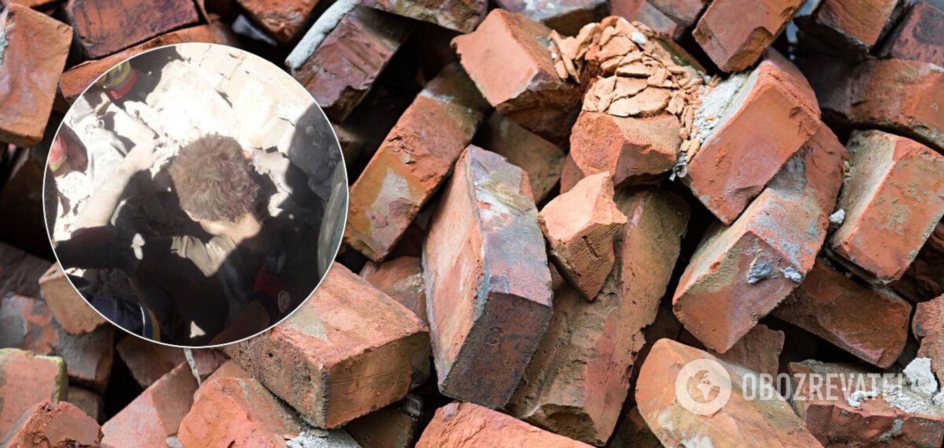 У Дніпрі на чоловіка обвалився покинутий будинок. Фото