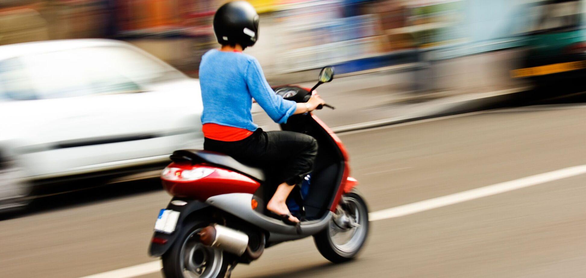 В Днепре подросток на скутере сбил ребенка. Видео