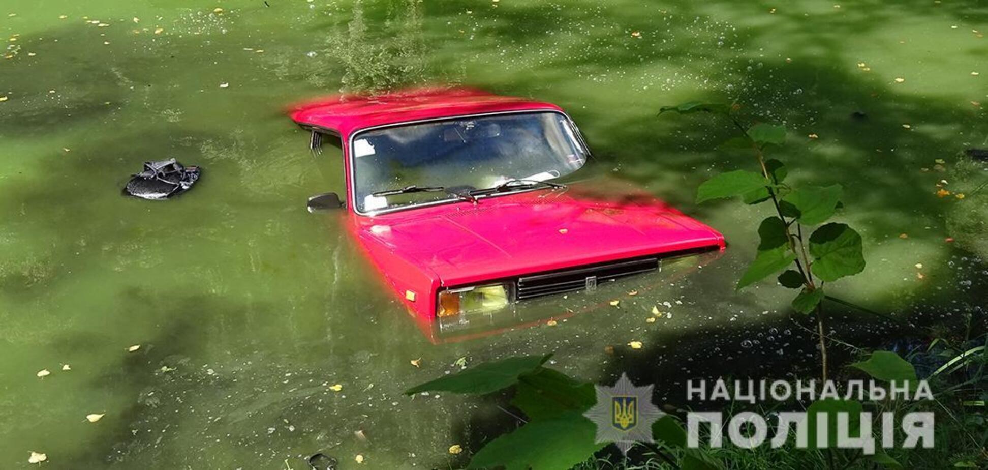 Під Житомиром у втопленому автомобілі виявили тіло чоловіка