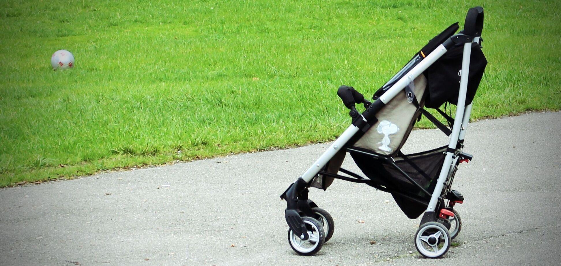 У Дніпрі мати кинула 10-місячну дитину в парку
