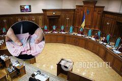 КСУ признал неконституционным ограничение зарплат чиновников