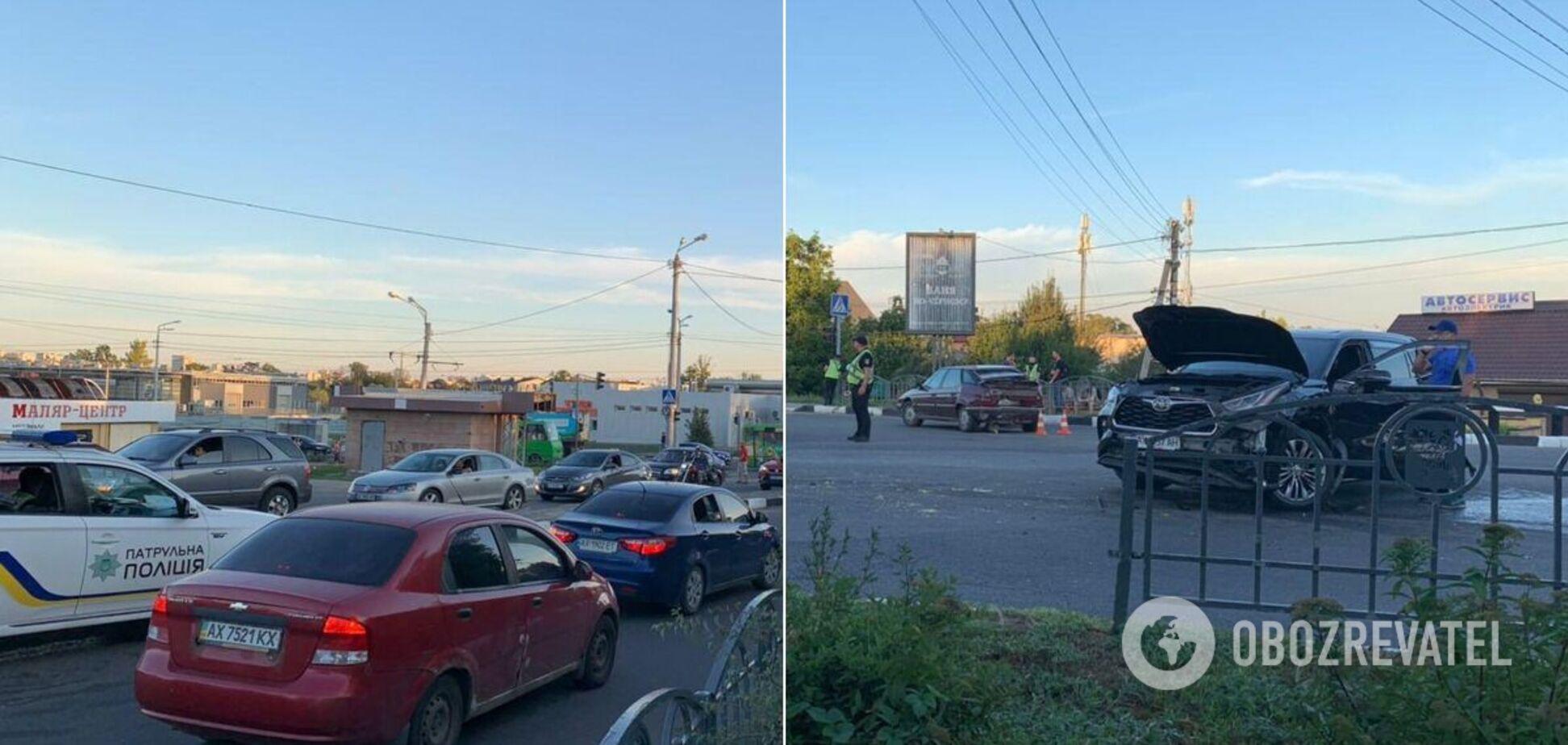 В Харькове грузовик устроил крупное ДТП с пострадавшими. Фото и видео