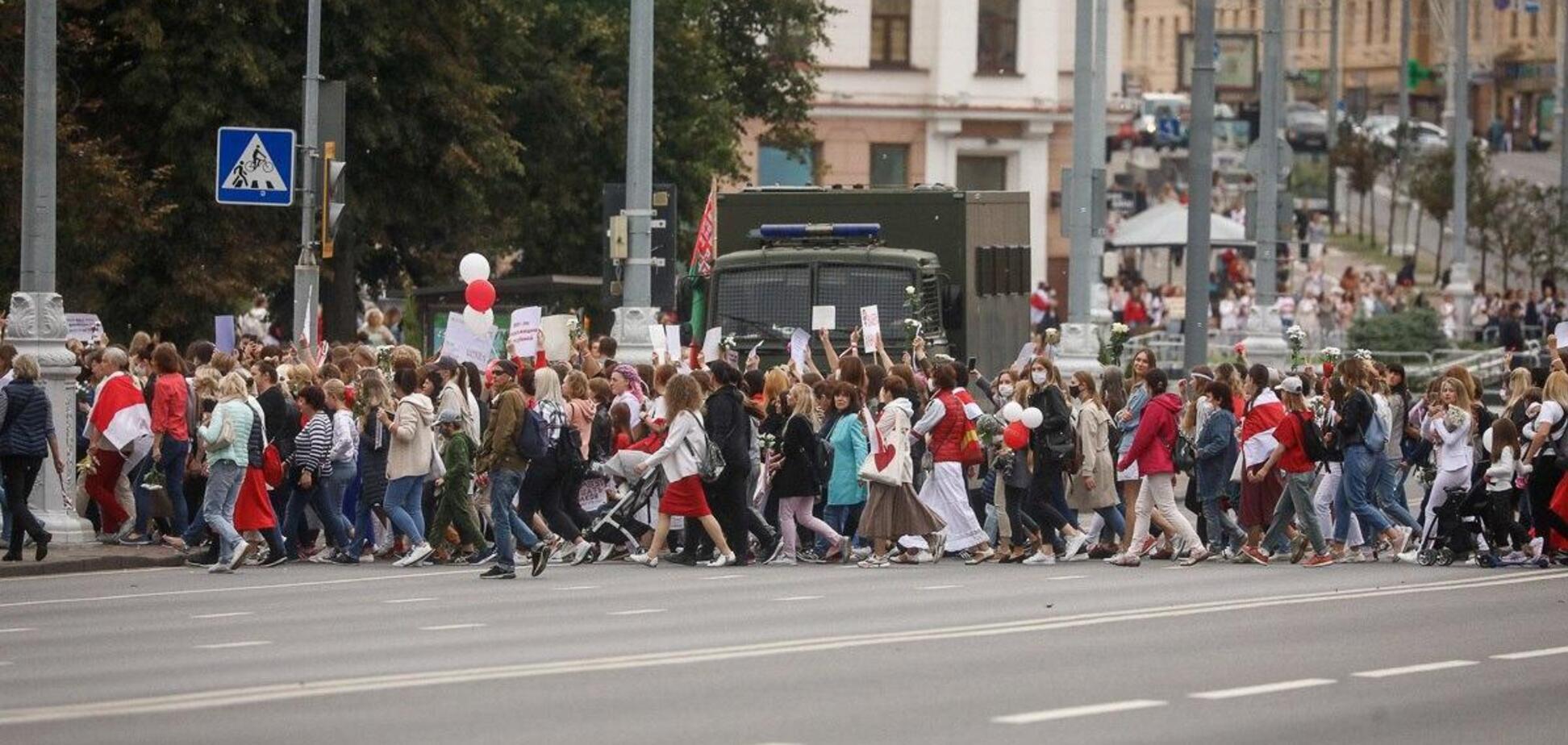 В Беларуси женщины вышли на марш солидарности, есть задержанные. Фото и видео