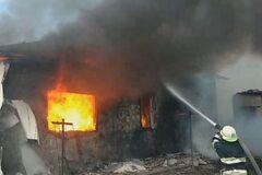 На Днепропетровщине огонь охватил жилой дом: есть пострадавшие. Фото и видео
