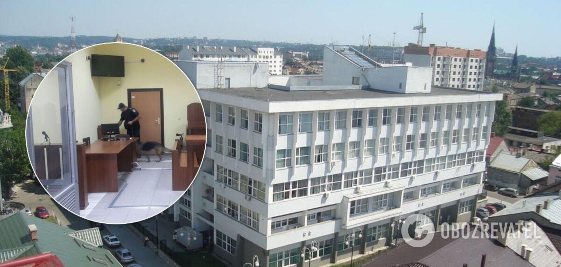 Полицейские проверяют сообщение о заминировании помещения судов во Львове