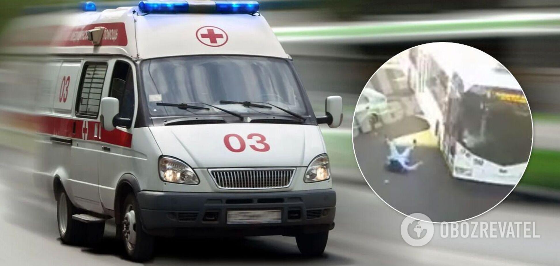 У Дніпрі тролейбус збив пішохода-порушника: відео моменту аварії