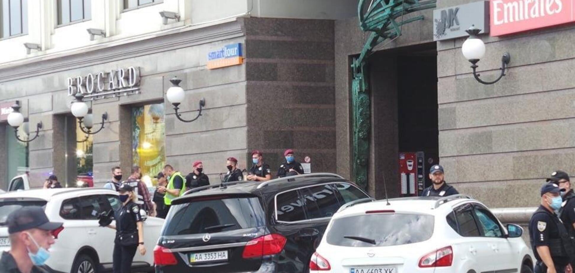 Террорист в Киеве выдвинул первые требования. Видео