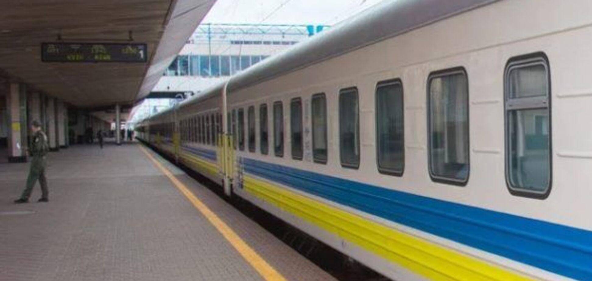 ''Укрзалізниця'' заборонила 11 потягам зупинятися в Тернополі та Луцьку. Джерело: Слово і діло