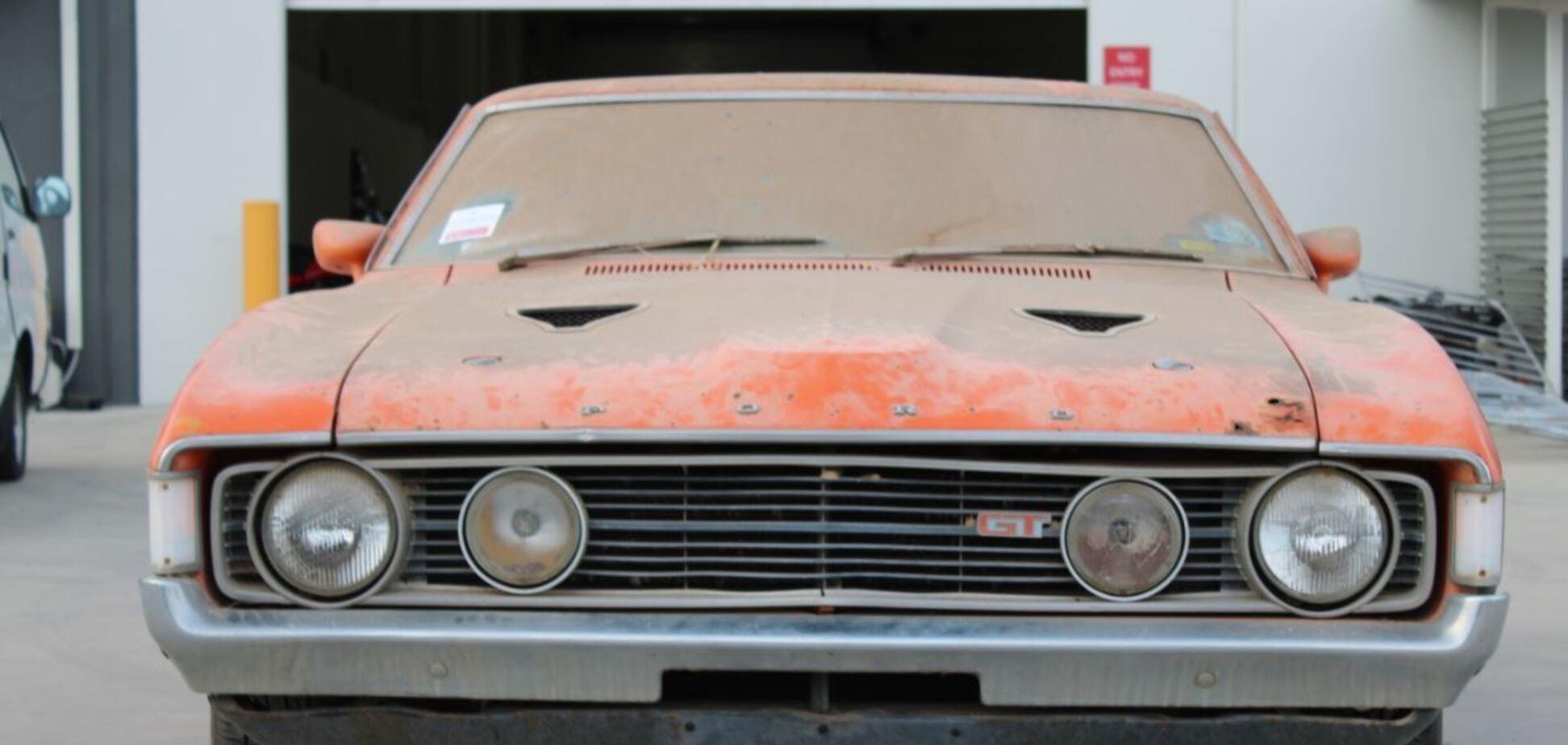 Ржавый Ford, который простоял в гараже 32 года, продали за 6 млн грн
