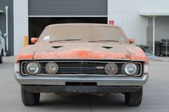 Іржавий Ford, який простояв в гаражі 32 роки, продали за 6 млн грн