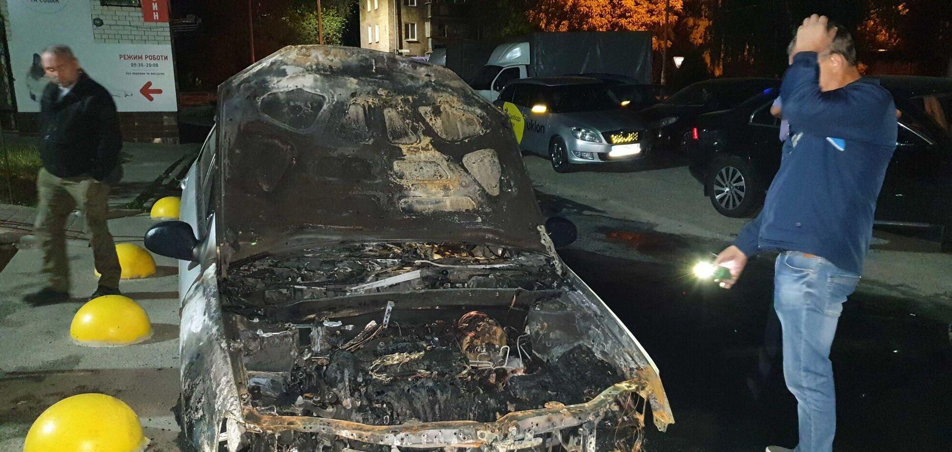 Поджог авто 'Схем': полиция опубликовала фото и имена вероятных организаторов