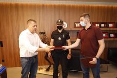 Филатов наградил правоохранителей, которые задержали обидчика женщины на Европейской площади