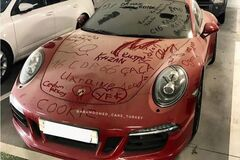 На Porsche 911 нашли украинские надписи. Фото: topgir.com.ua