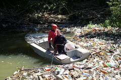 Закарпатские реки превратились в реки мусора